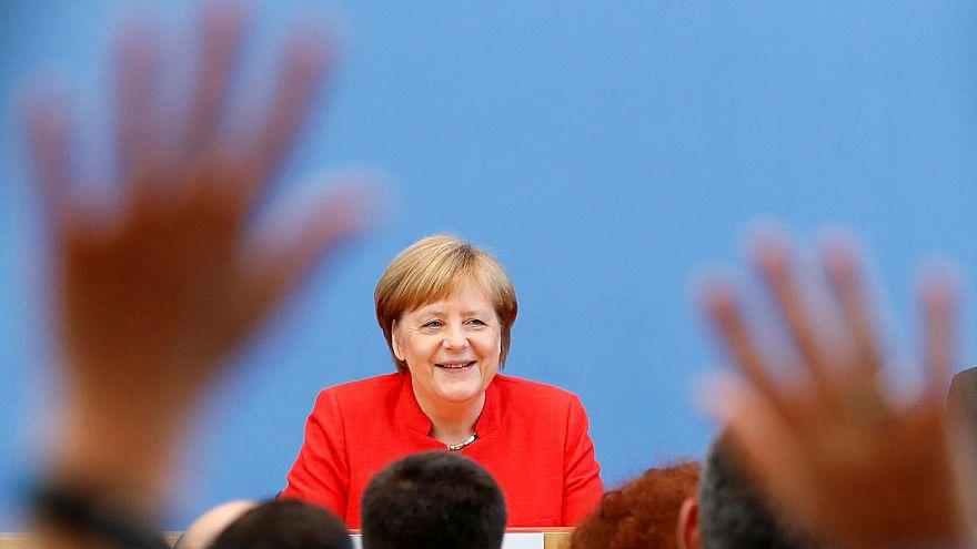 Merkel: Az lenne a normális, ha az amerikai és az orosz elnök gyakran beszélgetne