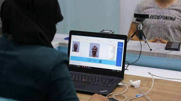 Suriyeli muhalifler Türkiye'nin de yardımıyla yeni kimlik dağıtımına başladı