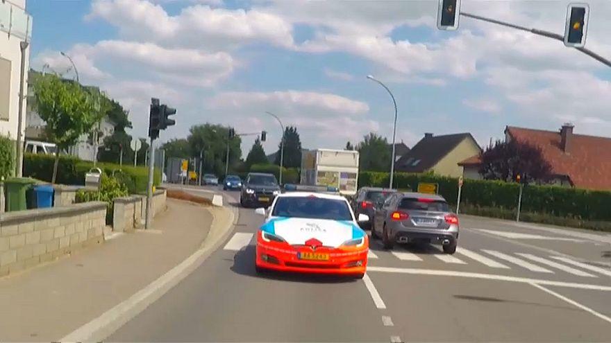 لوكسمبورغ تتجه إلى السيارات الكهربائية لملاحقة الخارجين عن القانون