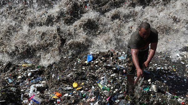 Άγιος Δομίνικος: Tόνοι πλαστικών στις ακτές