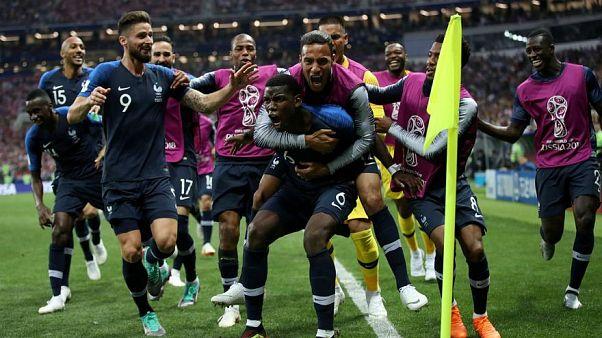"""8 وجهات نظر مختلفة بشأن """"إفريقية"""" المنتخب الفرنسي"""