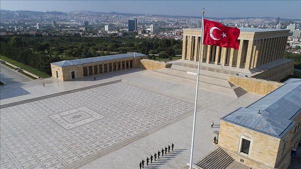 Anıtkabir'de Atatürk'e hakaret eden genç kız gözaltına alındı