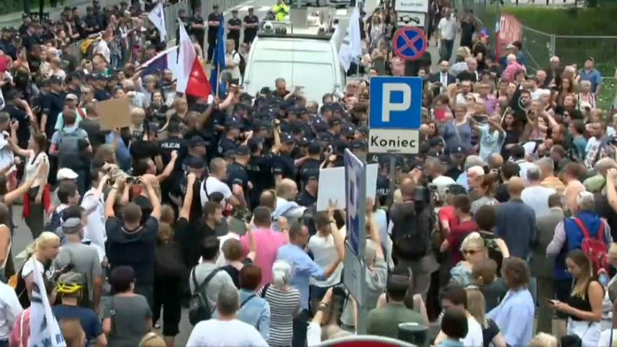 Judicial reforms met with protests in Warsaw