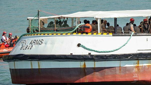 السفينة أوبن آرمز وهي تحمل مهاجرين في مدينة برشلونة الإسبانية