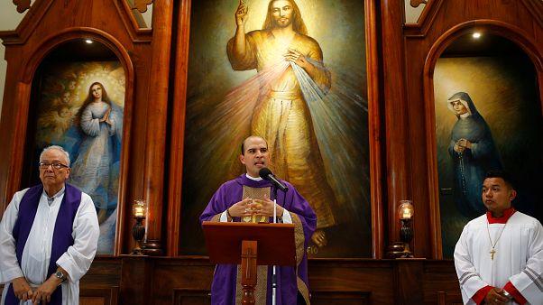 Tras el asalto de los pro Ortega, la parroquia Divina Misericordia vuelve a dar misa