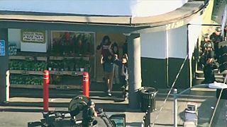 Persecución y tiroteo en un supermercado de Los Ángeles