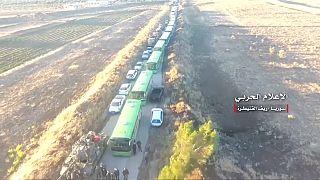 شاهد: الجيش السوري ينشر لحظة إجلاء مقاتلي المعارضة من القنيطرة