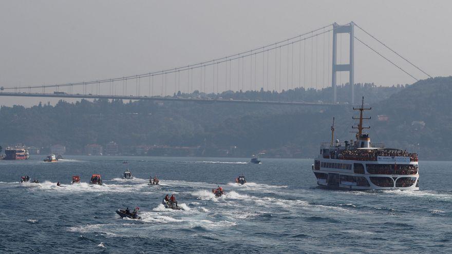 Európa és Ázsia között úsztak