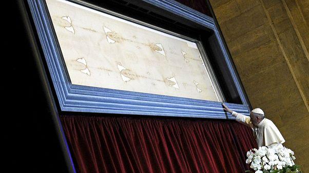 فحوص جديدة تشير إلى زيف ثوب دفن به المسيح