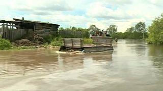 Лето в РФ: паводки, лесные пожары, смерчи