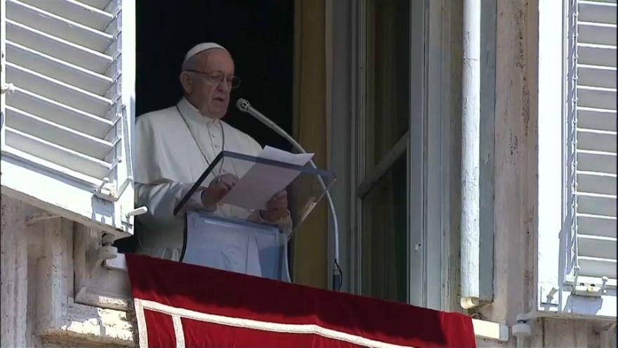 Папа Римский просит спасти мигрантов