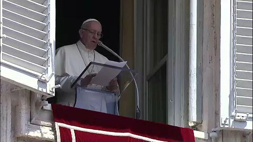 Segítséget kér a pápa