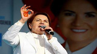 زعيمة الحزب الصالح ميرال أكشينار خلال مؤتمر انتخابي في ازميت بتركيا