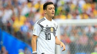 Çin'in Uygur politikasını eleştirisiyle gündem olan Mesut Özil'in futbol kariyerinde 25'inci yılı