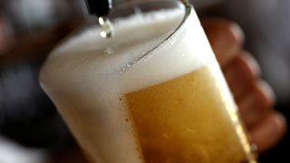 Bajban a sörfőzdék: sok sör fogy, de kevés az üveg