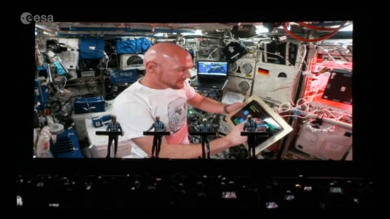 Kraftwerk: dueto inédito com um astronauta