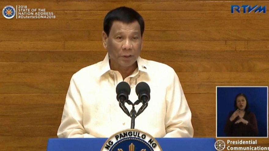 رئيس الفلبين يتعهد باستمرار حربه على المخدرات