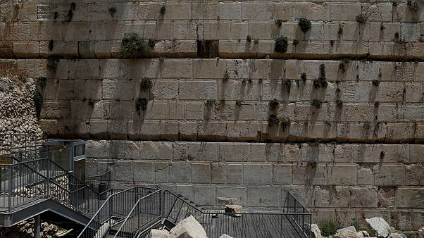 Watch: stone falls from Western Wall in Jerusalem onto prayer area