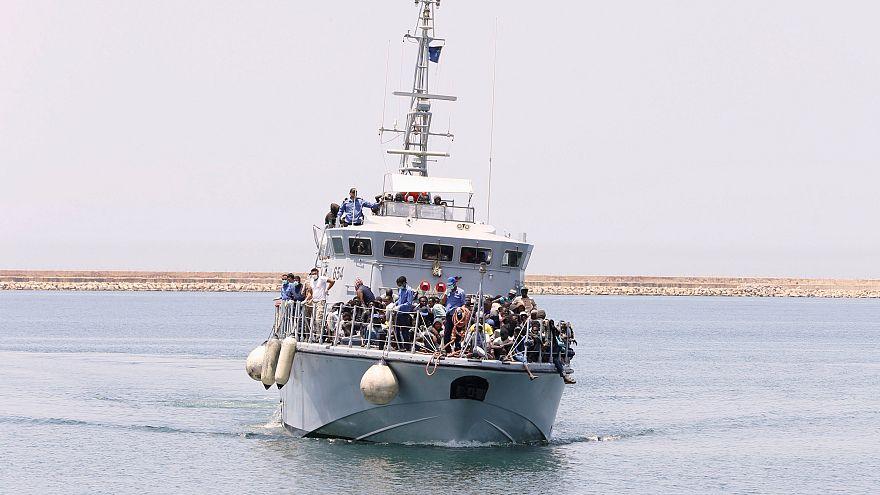 سفينة تحمل مهاجرين على متنها قبالة الشواطئ الليبية