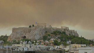 شاهد: حرائق غابات اليونان تغطي هضبة الأكروبوليس