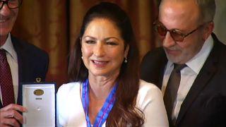 Gloria Estefan recibe la Medalla de Oro de las Bellas Artes
