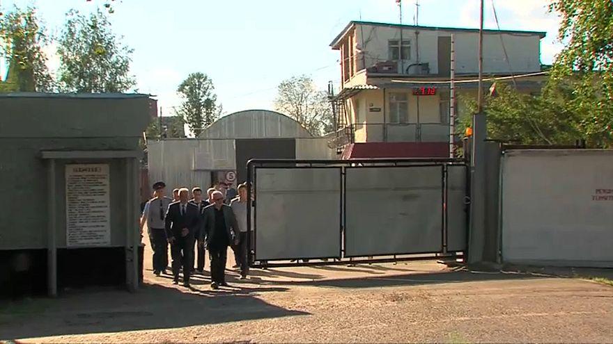شاهد: القبض على ستة حراس لتعذيبهم سجينا في روسيا