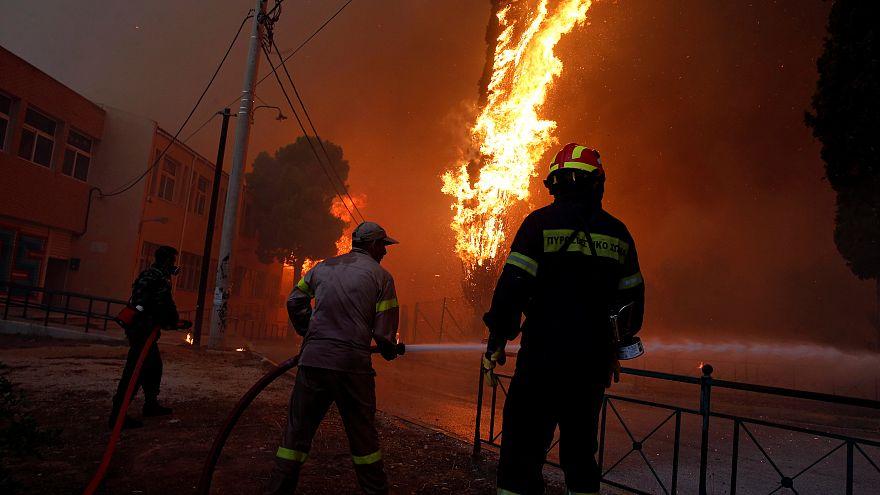 Apocalisse in Grecia: incendi fuori controllo. Ventisei corpi trovati arsi vivi