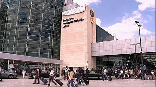 Varios niños retenidos en el Aeropuerto de Lisboa con sus familias