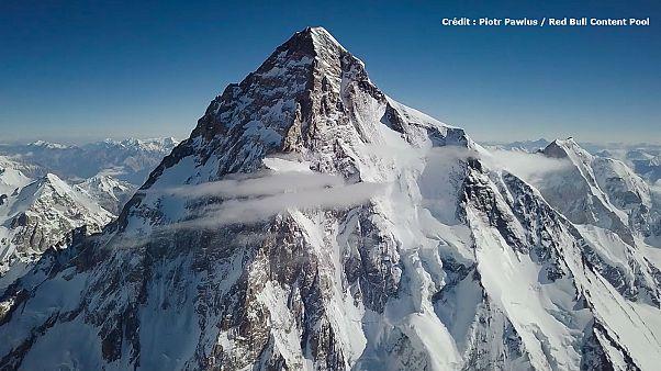 Vertiginoso primer descenso del K2 en ski