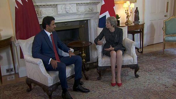 رئيسة وزراء بريطانيا تستقبل أمير قطر