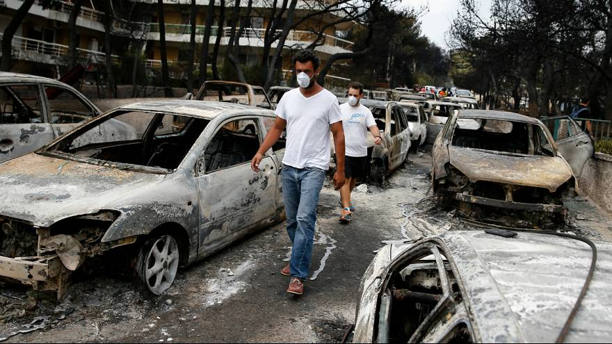 Görög tűzvész: a tengerbe menekültek a lángok elől
