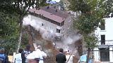 Prédio em Istambul desaba diante das câmaras