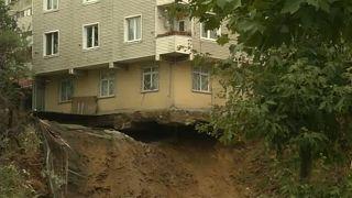 Istanbul: Haus gibt nach Erdrutsch nach