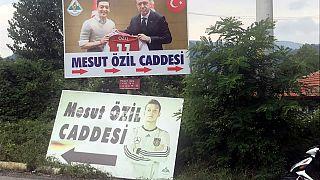 A török államfő védelmébe vette Özilt
