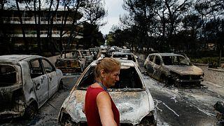 Sobreviventes avaliam cenário de devastação deixado pelo fogo
