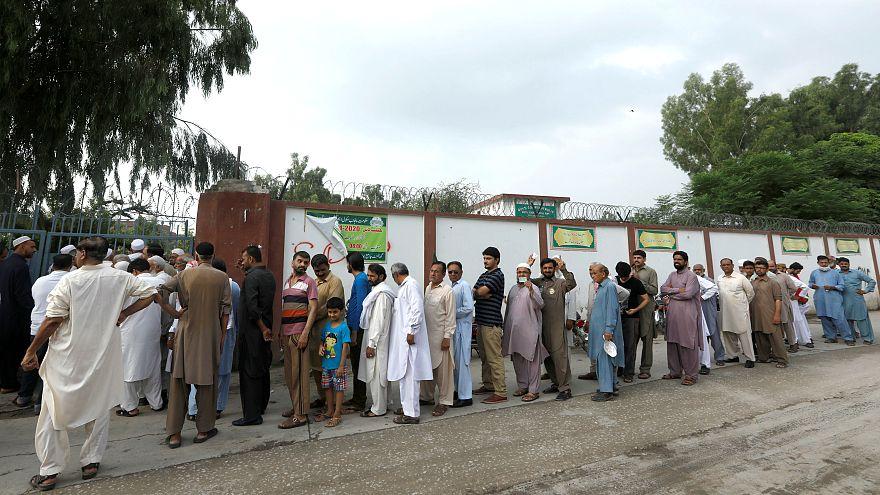 Pakistan'da genel seçimler kanlı başladı: Ölü sayısı en az 28