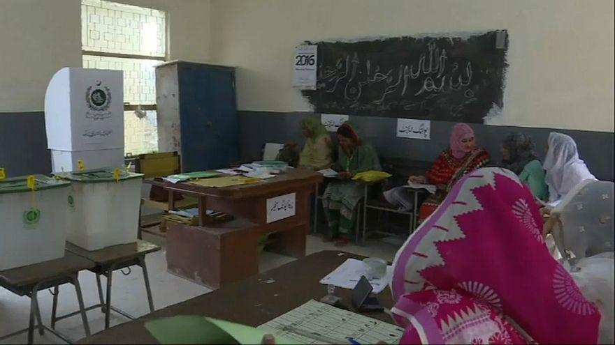 Jornada electoral en Pakistán ensombrecida por un atentado