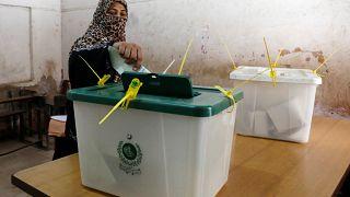 Assembleias de voto abriram no Paquistão