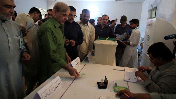 بدء التصويت في الانتخابات البرلمانية في باكستان