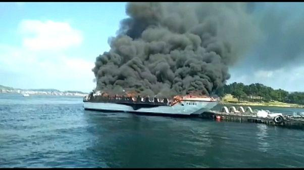 Cinco heridos graves al incendiarse un barco turístico en Galicia