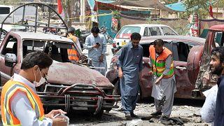 Ataque suicida no Paquistão faz dezenas de vítimas