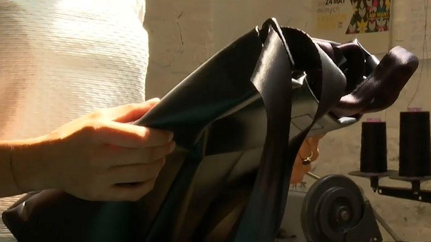 Designertaschen aus Flüchtlingsbooten