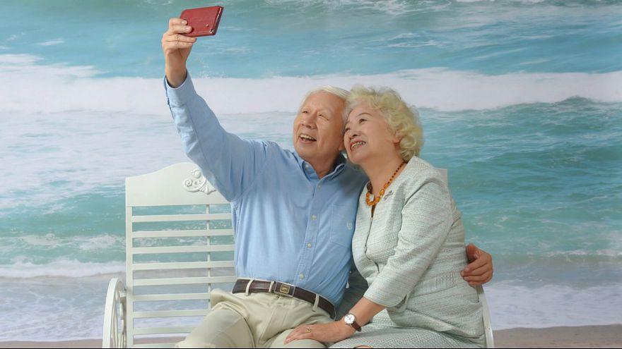 پارادوکس سالخوردگی؛ با افزایش سن شادتر خواهیم شد