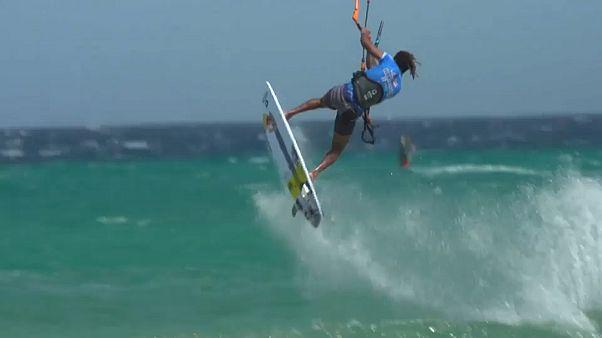 Kitesurfer flying 19 seconds