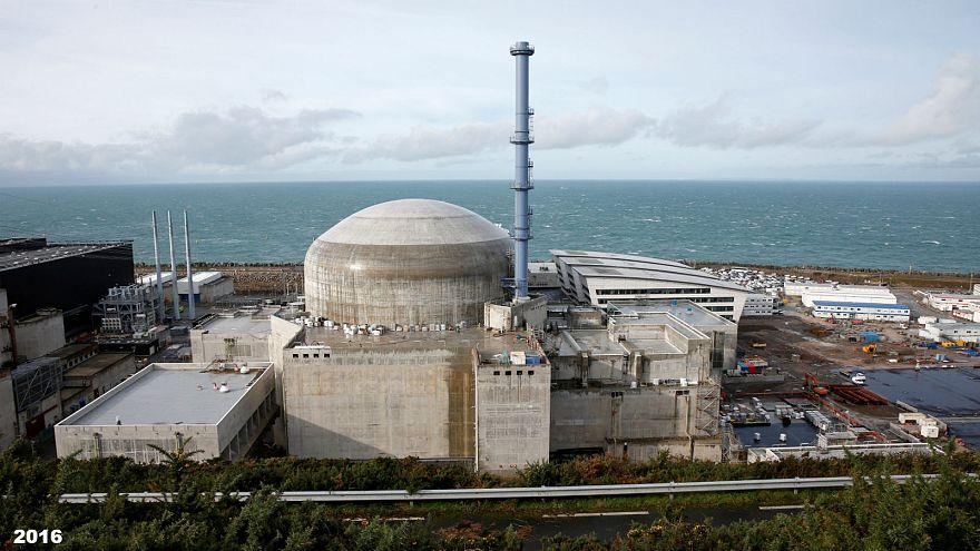 Vue du réacteur nucléaire de Flamanville en construction en France