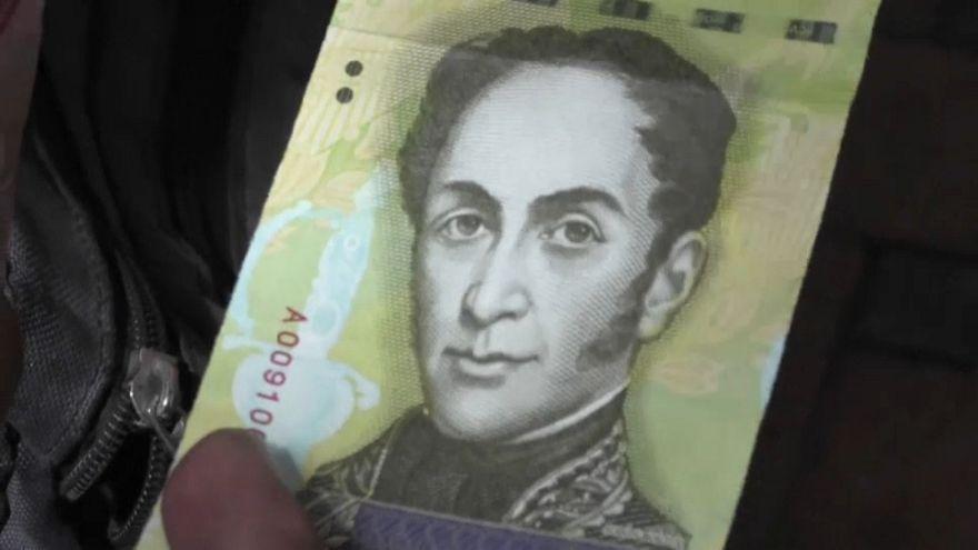 Venezuela, dove il denaro ormai non si conta. Si pesa
