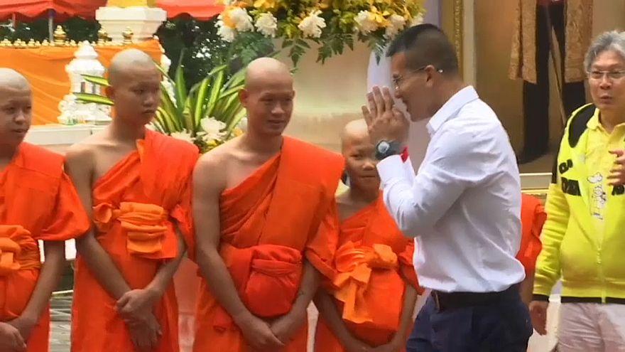 Thaïlande : les rescapés de la grotte en retraite dans un temple bouddhiste