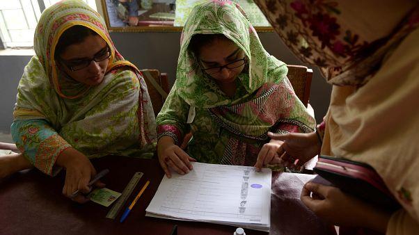 Pakistan'da sandıklar kapandı, oy sayımı başladı