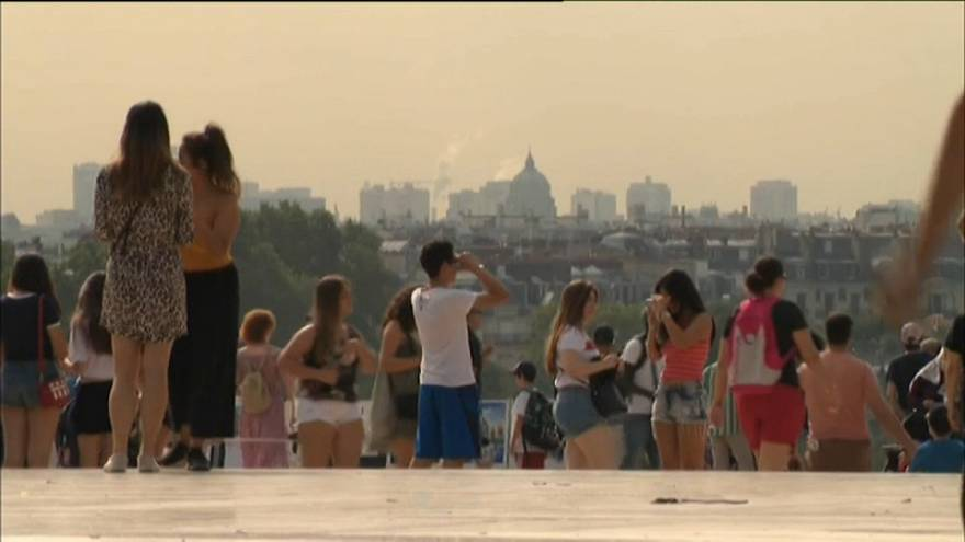 Francia: allerta per caldo e smog a Parigi, alte temperature fino a venerdì
