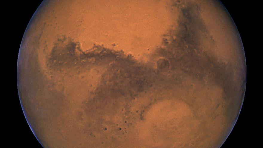 Λίμνη με νερό σε υγρή μορφή στον Άρη